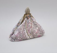 Antiguo bolso victoriano en microcuentas de cristal...