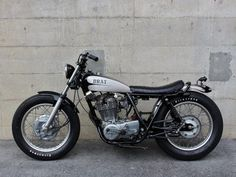 SR400 | BRATSTYLE-ブラットスタイル Sr500, Kustom, Cars And Motorcycles, Motorbikes, Yamaha, Honda, Biker, Flat Tracker, Café Racers