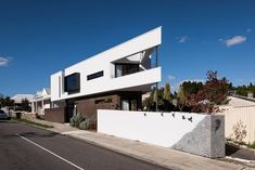 Image 2 of 23 from gallery of Triangle House / Robeson Architects. Photograph by Dion Robeson Residential Architect, Architect Design, Contemporary Architecture, Interior Architecture, Interior Design, Grand Designs Australia, Triangle House, Ground Floor Plan, Clever Design