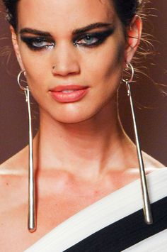View all the photos of the beauty & make-up at the Jean Paul Gaultier haute couture spring 2013 showing at Paris fashion week. Paul Gaultier Spring, Jean Paul Gaultier, Simple Earrings, Beautiful Earrings, Beauty Make Up, Statement Jewelry, Indian Beauty, Fashion News, Detail