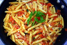 Manila Spoon: Penne with Peppers, Fresh Tomatoes and Basil - so fabulously delicious, you won't miss the meat! Great Pasta Recipes, Noodle Recipes, Beef Recipes, Vegetarian Recipes, Cooking Recipes, Healthy Recipes, Rice Recipes, Yummy Recipes, Al Dente