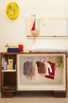 recupero  di vecchio comò adattato ad armadio a misura di bambino su progetto di Arkidslab