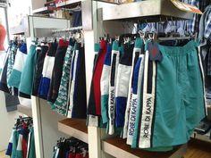 Ampia gamma di shorts che abbinano tendenze di moda a prestazioni che esigono i campioni.