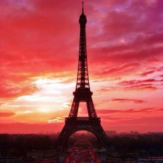 Eiffel Tower with Sunrise - Tour Eiffel avec Coucher de Soleil (Paris District) Places Around The World, Oh The Places You'll Go, Places To Travel, Places To Visit, Romantic Places, Beautiful Places, Beautiful Sunset, Beautiful Sites, Beautiful Morning
