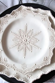 white snowflake plates-LOOOOOVE!!!