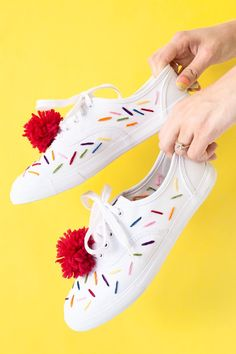 Make ice cream sneakers with embroidered sprinkles and cherry pom poms! Costume Halloween, Halloween Diy, Halloween Pictures, Ice Cream Theme, Diy Ice Cream, Ice Ice Baby, Candy Costumes, Diy Costumes, Diy Embroidered Sneakers
