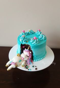 Fat unicorn cake made by Amber Hohepa of Ollys Cakery