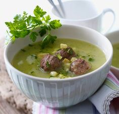Das Rezept für Zucchini-Kartoffel-Suppe mit Hackbällchen und weitere kostenlose Rezepte auf LECKER.de