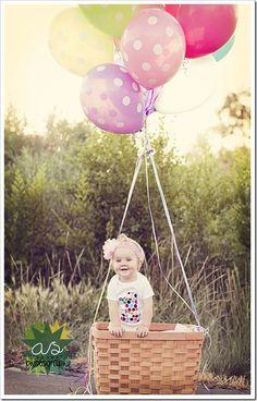 Kids photo idea^ girl with balloon