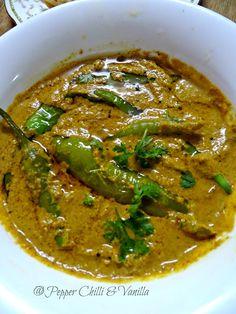 Mirchi ka salan is one of Hyderabad 's most famous dish after the famous biryani its usually served with biryani or with roti. Hyderabadi Mirchi ka salan as nam Indian Veg Recipes, Chilli Recipes, Indian Dessert Recipes, Chutney Recipes, Hyderabadi Cuisine, Gujarati Cuisine, Veg Curry, Veg Dishes, Biryani Recipe