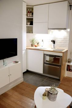 Do You Like Best Inspiring Small Kitchen Design Ideas In Your Home? Small Apartment Interior, Small Apartment Kitchen, Apartment Layout, Apartment Design, Home Interior Design, Apartment Ideas, Studio Kitchen, Kitchen Decor, Kitchen Design