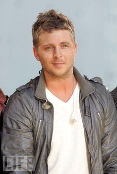 One Republic's very handsome Ryan Tedder has replaced Rob Thomas as my fave musician