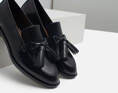 ZARA Woman Black Leather Tassel Loafers Size- 9 New with tags Zara Shoes Flats & Loafers Leather Loafer Shoes, Heeled Loafers, Oxfords, Donia, Zara Shoes, Lofers Shoes, Tassel Loafers, Pretty Shoes, Winter Shoes