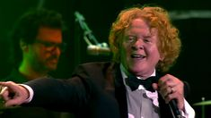 Simply Red - Fairground (Symphonica In Rosso) Pictures Of You, Pretty Pictures, Music Songs, Music Videos, Mick Hucknall, Simply Red, Move Your Body, Pop Bands, How To Feel Beautiful