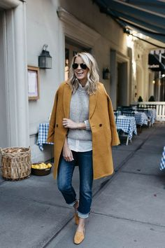 30 Winter Outfits That Are Cute And Comfortable - Loafers Outfit - Ideas of Loafers Outfit - comfy fall outfit / cashmere coat sweater shirt boyfriend jeans loafers Comfy Fall Outfits, Fall Winter Outfits, Autumn Winter Fashion, Casual Outfits, Fall Fashion, 90s Fashion, Casual Winter, Comfortable Outfits, Retro Fashion