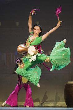 Classical Chinese dance -- Shen Yun performing arts