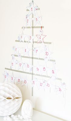 #diy idea - Craft Project: Fortune Stars Calendar by Bloesem Get the whole family to be a part of this project for the holidays. Stuff a sweet treat or a special note in each star to spread love and happy thoughts for everyone. Its a great idea to keep track of those special days with your loved ones.