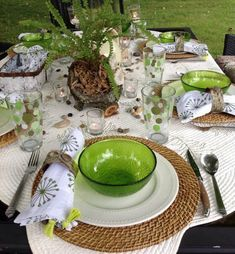 How to Put Together Green And White Summer Table Setting? - www.nicespace.me