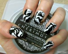 Inspired by a pattern nails - black and white cake pattern