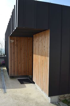 Escapade design à Rouen Wood Cladding Exterior, Zinc Cladding, Wood Facade, House Cladding, House Siding, Modern Exterior, Exterior Design, Roof Design, House Design