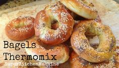 Authentic artisanal bagels are extremely rewarding and easy to make. Even beginner cooks can feel like a pro with Thermomix. (The hardest thing is deciding what to put on top. Wrap Recipes, Sweet Recipes, Cooking For Beginners, Beginner Cooking, How To Make Bagels, Thermomix Bread, Pan Relleno, Bellini Recipe, Bagel Recipe