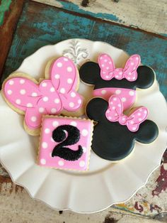 Disney Birthday Theme: Minnie cookies Mickey Mouse Clubhouse Cake, Minnie Mouse Cookies, Minnie Mouse Theme, Fancy Cookies, Cute Cookies, Cupcake Cookies, Cupcakes, Sugar Cookies, Mini Mickey
