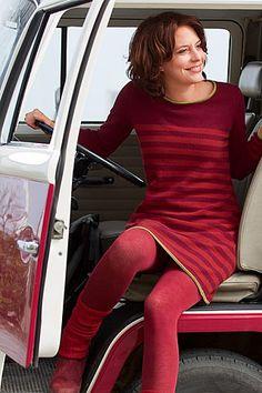 Lässiges Streifenkleid! Vielseitig und natürlich warm - aus kuschelweicher Babymerino-Wolle in Super-Geelong Qualität.