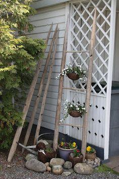 RETROBOT: Heinäseipäistä Dream Garden, Garden Art, Home And Garden, Outdoor Plants, Outdoor Gardens, Outdoor Decor, Summer Kitchen, Unique Gardens, Garden Structures