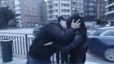 La Policía Nacional toma declaración a un youtuber que besó en los labios a varias mujeres sin su consentimiento