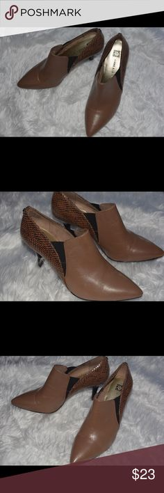 036645ade771 Shop Women s Anne Klein Brown size Heels at a discounted price at Poshmark.