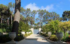 Elegant main entrance. By Stefana Savin - Garden Designer on the French Riviera - Monaco - Saint Jean Cap Ferrat. www.riviera-gardens.com