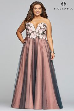 Style 9467 from Faviana Curve is a strapless deep sweetheart tulle plus size prom dress with a floral applique bodice and lace-up back with modesty panel. Plus Prom Dresses, Prom Dresses Long Open Back, Faviana Dresses, Prom Dresses With Sleeves, Prom Dresses Online, Formal Dresses, Formal Prom, Chiffon Dresses, Pink Dresses