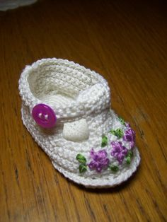 Just Too Cute.  Pattern on Ravelry. Baby shoe