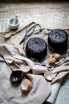 simply-divine-creation:  Lavender & earl grey dark chocolate cake + mascarpone earl grey buttercream » Local Milk Blog