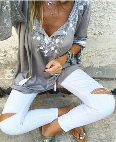 Boho chic Love the top but no ripped jeans for me.