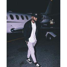 lyricism ˈlɪrɪsɪz(ə)m/Submit noun an artist's expression of emotion in an imaginative and beautiful way; the quality of being lyrical. Bryson Tiller Wallpaper, Mode Hip Hop, Kentucky, Cute Boys, Black Men, How To Look Better, Street Wear, Menswear, Husband