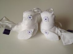 Lovely birds; made of satin, but also available in felt. For your wedding cake! cake topper; felt wedding; felt dove.
