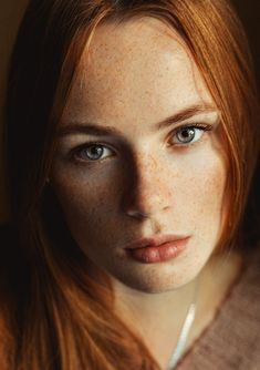 Red hair and freckles, very pretty face. – Sigi We. Women With Freckles, Red Hair Freckles, Redheads Freckles, Freckles Girl, Beautiful Freckles, Beautiful Red Hair, Gorgeous Redhead, Beautiful Girl Image, Beautiful Pictures