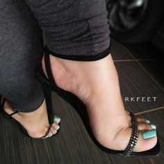 Source by jcmillerr de mujer sandalias Sexy Legs And Heels, Hot Heels, Sexy High Heels, Womens High Heels, Stilettos, Stiletto Heels, Beautiful High Heels, Beautiful Toes, Feet Soles