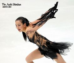 フィギュア全日本選手権女子SPが終わりました。最終滑走だった浅田真央は8位でした。宮原知子が1位発進。明日のフリーでどうなるでしょう。今日はこの後男子フリーがあります。(晋) #フィギュアスケート #浅田真央