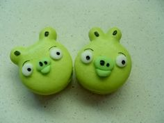 Angry Birds macarons
