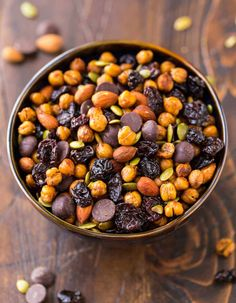 Roasted Chickpea Snack Mix – Crunchy cinnamon oven roasted chickpeas with dried cherries, almonds, pumpkin seeds, and dark chocolate. Roasted Chickpeas Snack, Roasted Garbanzo Beans, Garbanzo Bean Recipes, Chickpea Snacks, Garbonzo Beans, Chickpea Salad, High Protein Snacks, Healthy Snacks, Healthy Eats