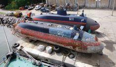 Yugoslavian midget submarines Midget Submarine, Tiny Boat, Navy Ships, War Machine, Us Navy, Battleship, Snorkeling, Diving, Places To Go
