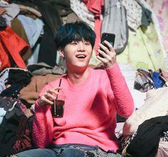 #슈가 #SUGA #민윤기 Bts Suga, Suga Gif, Min Yoongi Bts, Bts Bangtan Boy, Army Jokes, Suga Funny, Hair Gif, Bts Spring Day, Bts Group Photos