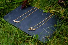 Colgantes de oro con nombre para el Día de la Madre