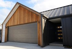 Deavoll Family Home - Deavoll Construction Wooden Cladding Exterior, House Cladding, House Siding, Facade House, New Zealand Architecture, Residential Architecture, Style At Home, Gable House, Modern Barn House