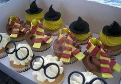 harry potter cupcake Bolo Harry Potter, Harry Potter Fiesta, Gateau Harry Potter, Harry Potter Cupcakes, Harry Potter Birthday Cake, Harry Potter Food, Harry Potter Theme, Kid Cupcakes, Cupcake Cakes