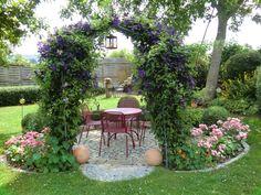 Romantischer Blumenbogen - Bilder und Fotos