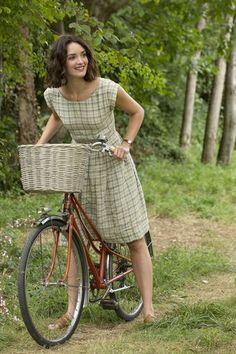 The Hundred-Foot Journey, Charlotte Le Bon as Marguerite Charlotte Le Bon, The Sweetest Thing Movie, Style Année 20, Moda Country, Cycle Chic, Family Photo Outfits, Country Fashion, Bicycle Girl, Bike Style