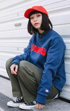 프롬에이투비 (FROM A TO B) 무난하고 깔끔한 디자인! 예쁜 컬러감! ARCH LOGO MAN TO MAN T-SHIRTS TOB18MT005 Vogue Fashion, 90s Fashion, Korean Fashion, Fashion Models, Girl Fashion, Fashion Outfits, Fashion Design, Human Poses Reference, Pose Reference Photo